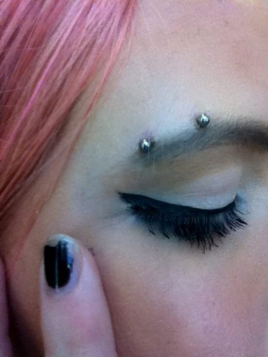 eyebrow piercing (4)