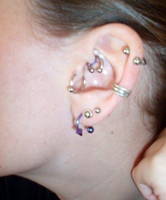 tragus piercing (5)