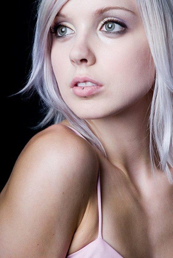 vertical labret piercing (9)
